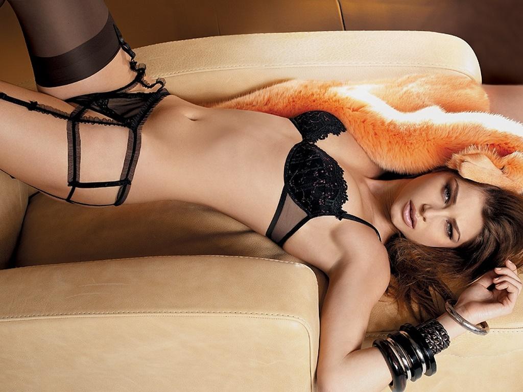 eroticheskie-foto-gibkih-devushek